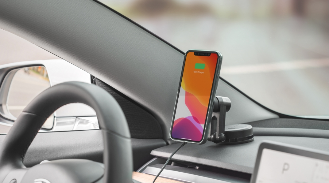 Our one-handed iPhone magnetic car mount lets you charge wirelessly while on the road. Fast-charging up to 10 W keeps you powered up on all your road trips and a vent clip and dashboard mount is included for versatile mounting.